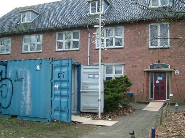 Verhuiscontainer voor de deur van Hack42