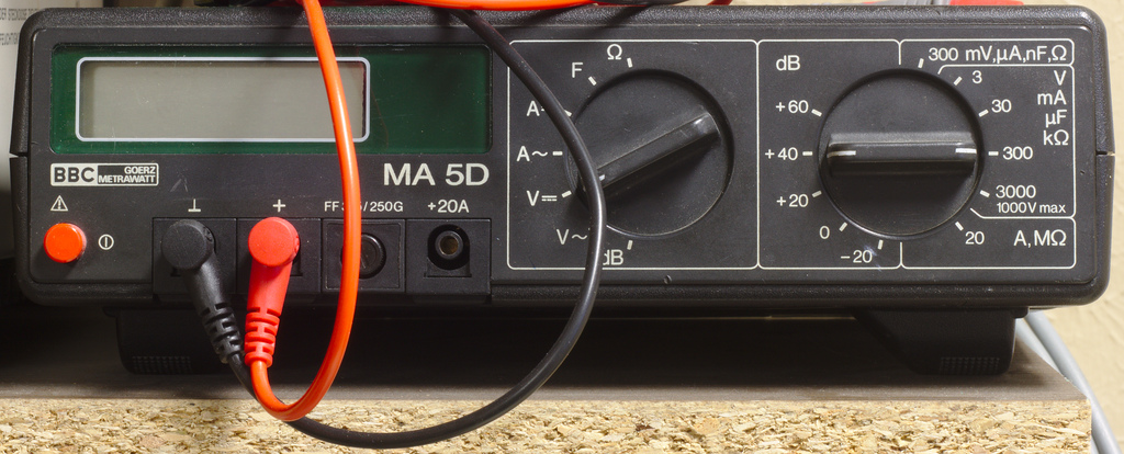 File:Tool_Desktop-Multimeter_Picture.jpg