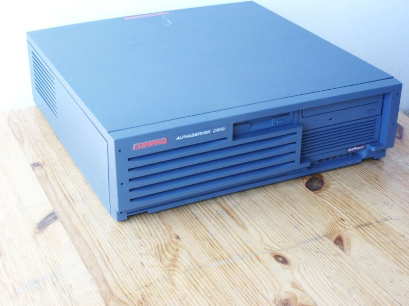 Bestand:Hardware Alphaserver DS10 picture.jpg